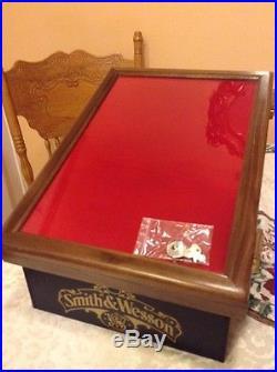 Smith Amp Wesson Knife Good Display Case W Storage And Keys